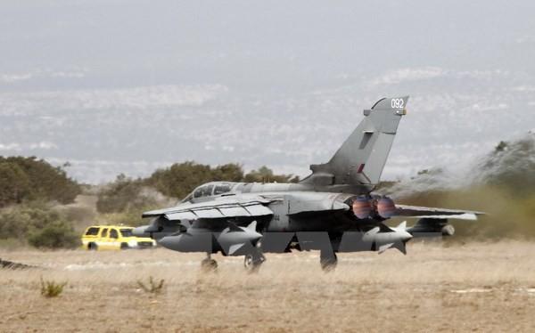 Máy bay Tornado GR4 cura Không lực Hoàng gia Anh cất cánh từ căn cứ không quân Akrotiri RAF ở ngoại ô thành phố Limassol, Cyprus. (Nguồn: AFP/TTXVN)