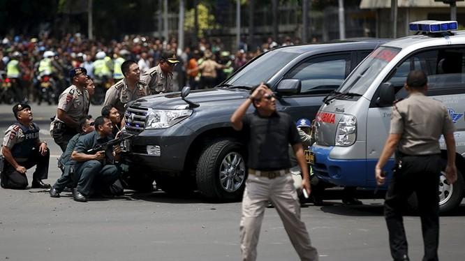 Đánh bom, đấu súng dữ dội ở Jakarta, ít nhất 5 người thiệt mạng