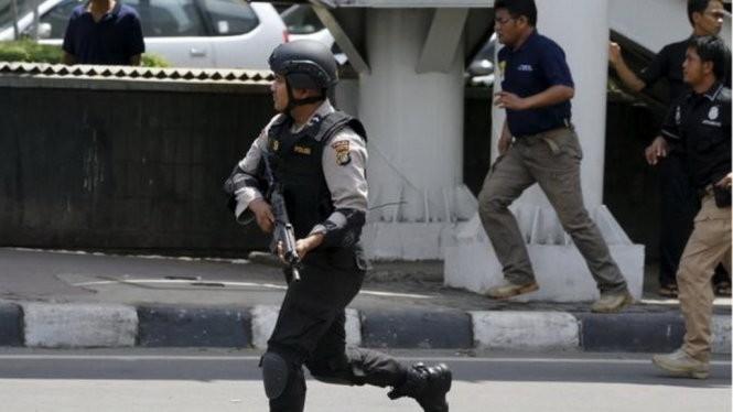 Chùm video ghê rợn: khủng bố ở Jakarta tự cho nổ tung thân mình
