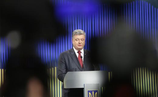 Tổng thống Poroshenko phát biểu tại cuộc họp báo ngày 14/1. Ảnh: Kyiv Post