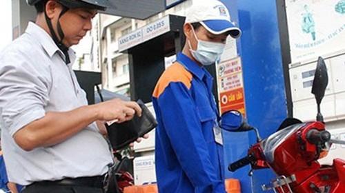 Giá xăng dầu có thể giảm sớm hơn chu kỳ 15 ngày mà không phạm luật