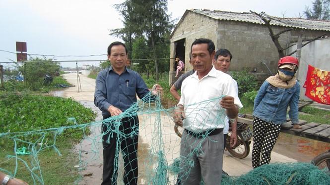 Lưới của ngư dân Cửa Việt bị tàu Trung Quốc phá hoại - Ảnh: Nguyễn Phúc