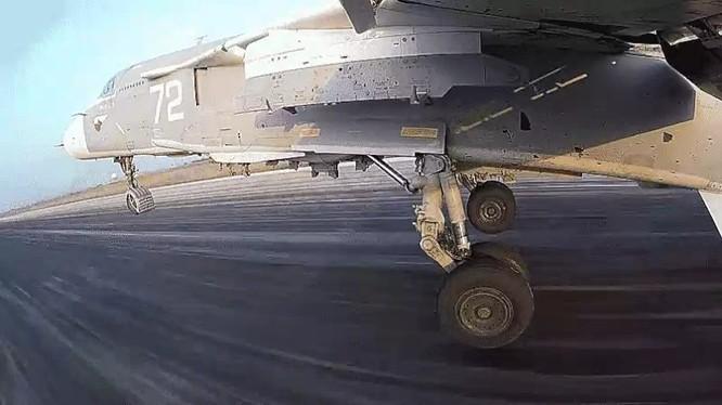 Clip một phi vụ không kích của máy bay siêu thanh Su-24 tại Syria