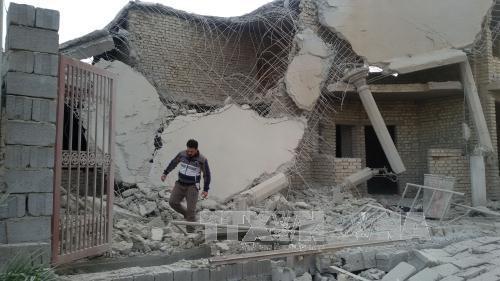 Một ngôi nhà bị phá hủy trong cuộc không kích của không quân Iraq tiếp tục các cuộc không kích nhằm vào mục tiêu IS ở thành phố Fallujah do IS kiểm soát. Ảnh: THX-TTXVN