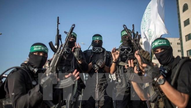 Các thành viên Lữ đoàn Ezzedine al-Qassam, cánh vũ trang của phong trào Hamas tại thành phố Gaza. (Nguồn: THX/TTXVN)