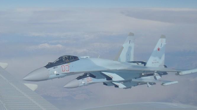 Su-35S đang bay đến Syria - Ảnh: scalemodels.ru