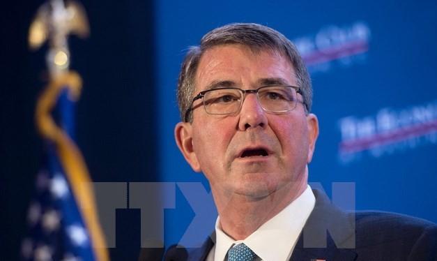 Bộ trưởng Quốc phòng Mỹ Ashton Carter phát biểu tại Câu lạc bộ Kinh tế Washington ngày 2/2. (Ảnh: AFP/TTXVN)