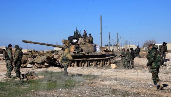 Quân đội chính phủ Syria tại một chốt kiểm soát ở thành phố Ain al-Hanash, miền đông Syria. (Ảnh: AFP/TTXVN)