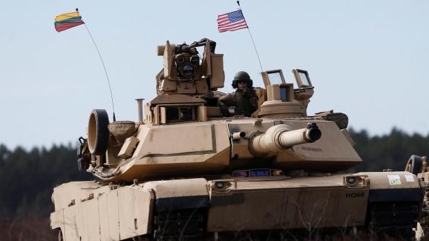 Mỹ tăng cường vũ khí đến Đông Âu.