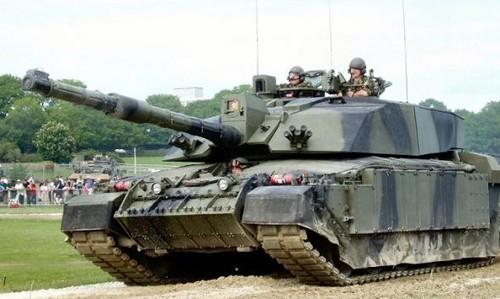 Clip vui: Xem binh sĩ Anh kéo xe tăng 62 tấn