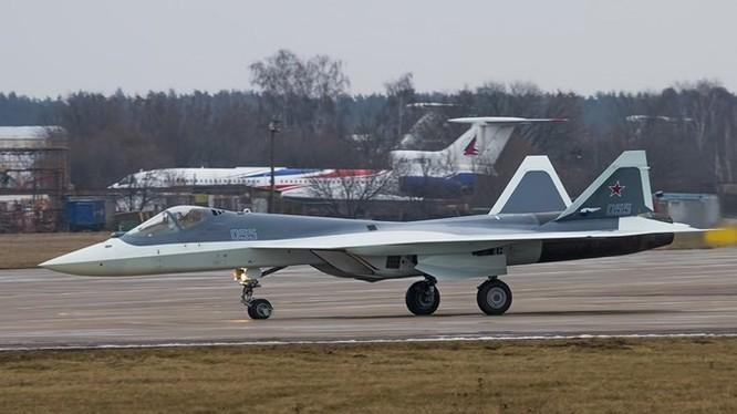 Một chiếc T-50 tại sân bay Zhukovsky, ngoại ô Moscow - Ảnh: russianplanes.net