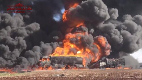 Video không quân Nga, Syria phối hợp tiêu diệt đoàn xe chở dầu của IS