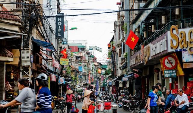 Việt Nam đang có cơ hội thu hút các nguồn lực từ nước ngoài thông qua FDI (ảnh Bloomberg)