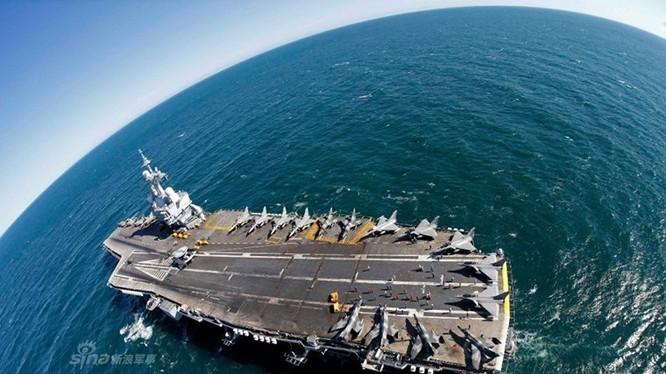 """""""Đột nhập"""" bên trong tàu sân bay Pháp không kích IS"""