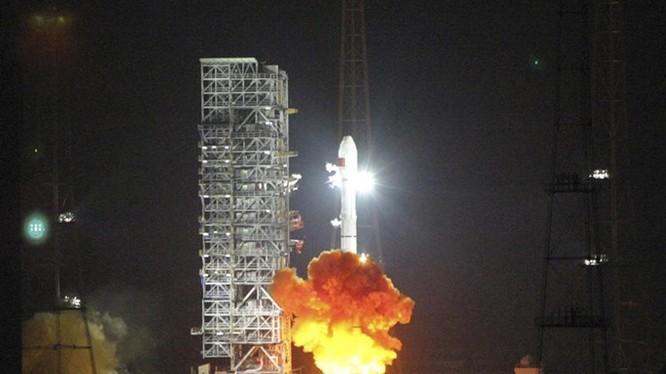 Tên lửa đẩy Long March 3C vừa đưa vệ tinh thứ 21 của mạng Bắc Đẩu vào quỹ đạo - Ảnh: Reuters