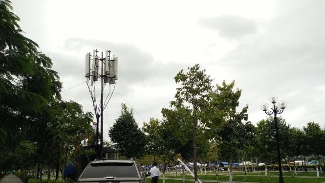 Xe phát sóng lưu động tại quảng trường Thành phố Quảng Ngãi ngày 4-2 (26 tháng chạp). - Ảnh: Đức Thiện