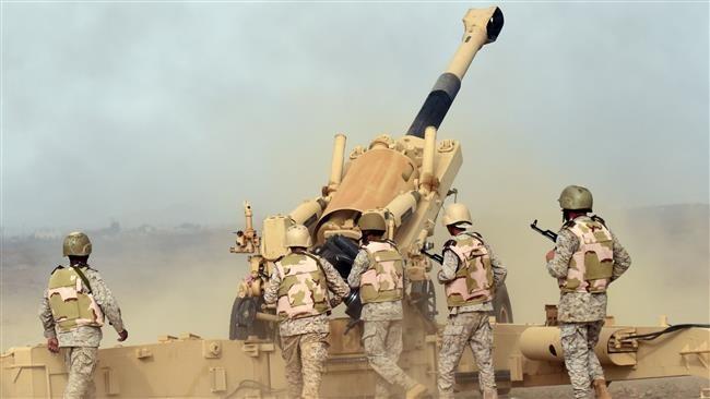 Pháo binh Arab Saudi bắn vào Yemen từ biên giới tây nam Arab Saudi ngày 13/4/2015. Ảnh: AFP