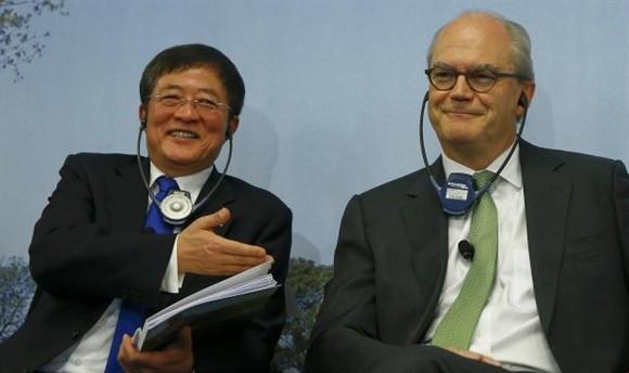 Chủ tịch ChemChina Ren Jianxin (trái) và Chủ tịch Syngenta Michel Demare
