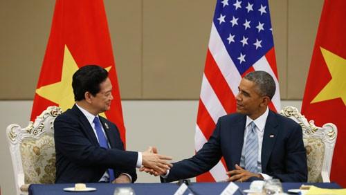 Tổng thống Mỹ Barack Obama và Thủ tướng Nguyễn Tấn Dũng chuẩn bị tham dự một cuộc họp trong khuôn khổ Hội nghị thượng đỉnh ASEAN tại thành phố Kuala Lumpur hồi tháng 11/2015. Ảnh: AP