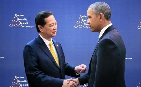 Thủ tướng Nguyễn Tấn Dũng (trái) và Tổng thống Mỹ Barack Obama bên lề Hội nghị an ninh hạt nhân ở Hà Lan năm 2014. Ảnh: TTXVN