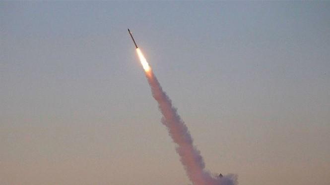 Ả Rập Xê Út cho hay đã đánh chặn thành công 1 tên lửa Scud phóng từ Yemen - Ảnh: Reuters