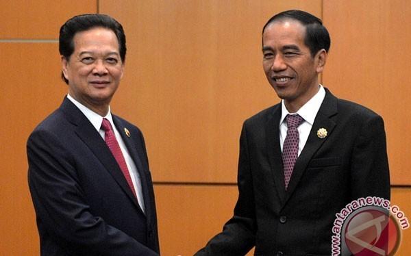 Tổng thống Indonesia Joko Widodo bắt tay Thủ tướng Chính phủ Việt Nam Nguyễn Tấn Dũng tại California. Ảnh: Antara News