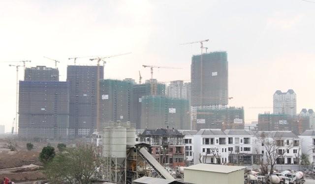 Dự án Vinhomes Central Park tại TPHCM với nguồn cung hàng chục ngàn căn hộ cao cấp và hàng trăm biệt thự đang được triển khai - Ảnh: Mạnh Tùng