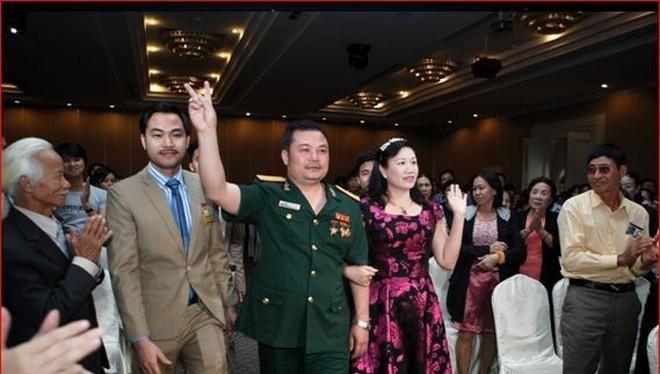 Bị can Lê Xuân Giang (mặc quân phục) tại một cuộc hội thảo của Liên kết Việt.Ảnh: lkv.com.vn