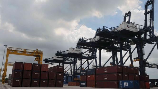 """Nhiều khoản phụ phí """"trời ơi"""" đang làm khổ doanh nghiệp xuất nhập khẩu - Ảnh: Diệp Đức Minh"""