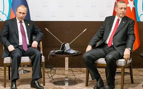 Tổng thống Nga Vladimir Putin và Tổng thống Thổ Nhĩ Kỳ Tayyip Erdogan vẫn chưa nói chuyện trực tiếp với nhau kể từ sau vụ máy bay Su-24 bị bắn hạ. Ảnh: AP