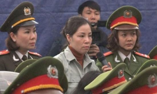 Nguyễn Thị Huệ trong phiên tòa sơ thẩm.