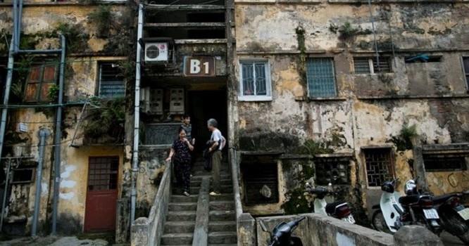 Hà Nội đang còn nhiều tòa chung cư cũ xuống cấp nguy hiểm.