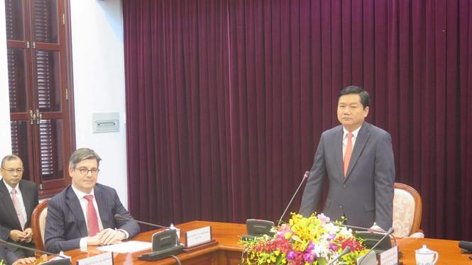 Bí thư Thành ủy TP.HCM Đinh La Thăng tiếp cộng đồng ngoại giao tại TP.HCM - Ảnh: Trung Hiếu