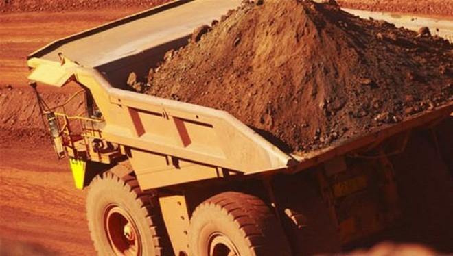 Gánh lỗ đậm, BHP Billiton, một trong những công ty khai mỏ lớn nhất thế giới, buộc phải cắt giảm cổ tức trả cho cổ đông - Ảnh: BBC