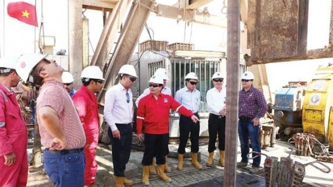 Cho dù Nhà máy lọc dầu Dung Quất nhận nhiều ưu đãi nhưng Tập đoàn Dầu khí vẫn đau đầu vì bù lỗ từ cho Dung Quất từ lợi nhuận thu được qua các dự án khác. Ảnh:TL