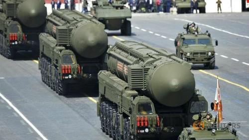 Video siêu tên lửa đạn đạo Topol-M và Yars RS-24 vượt sông