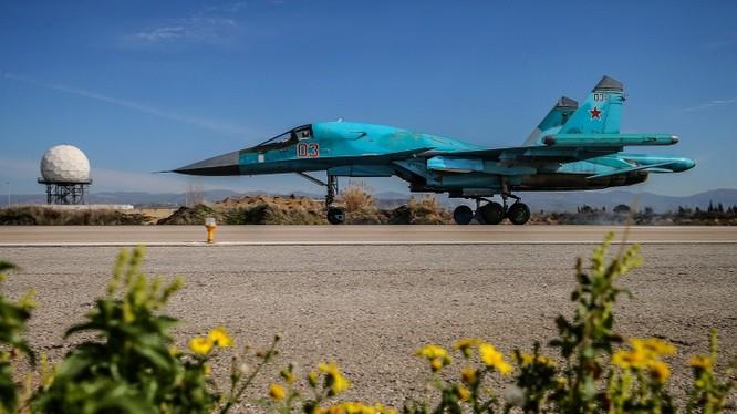 Chiến đấu cơ của Nga tại căn cứ không quân Hmeimim, Syria.
