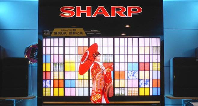 """Sharp chính thức """"bán mình"""" cho Foxconn"""