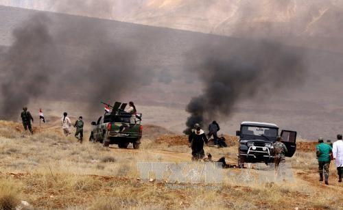 Các nhân viên tình nguyện Syria tham gia cuộc huấn luyện cho lực lượng bán quân sự do quân đội Chính phủ Syria tổ chức. Ảnh: AFP/ TTXVN