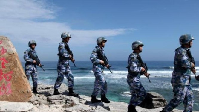 Lính Trung Quốc trên đảo Phú Lâm thuộc quần đảo Hoàng Sa của Việt Nam, nơi đang bị Bắc Kinh chiếm đóng - Ảnh: Reuters