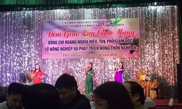Bảng chào mừng hoành tráng ghi rõ Sở Nông nghiệp tỉnh Nghệ An tổ chức đêm giao lưu.
