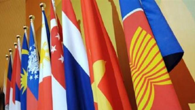 Quốc kỳ các nước thành viên ASEAN - Ảnh: Reuters