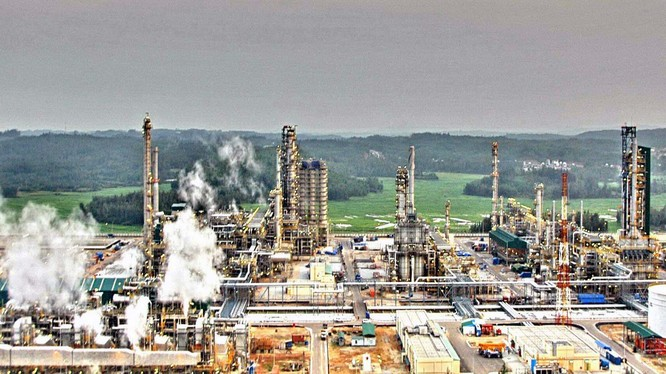 Do chênh lệch 10% thuế nhập khẩu với xăng dầu nhập từ Hàn Quốc, lọc dầu Dung Quất có nguy cơ khó tiêu thụ sản phẩm.