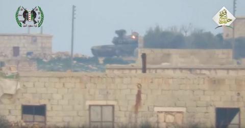 """Video sốc: tên lửa chống tăng Mỹ """"bó tay"""" trước tăng T-90 Nga ở Syria"""