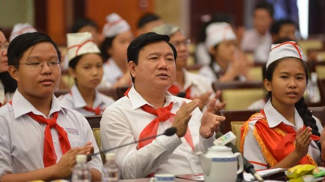 Ông Đinh La Thăng tại cuộc gặp mặt thiếu nhi TPHCM