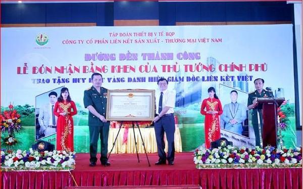 Lễ đón nhận Bằng khen của Thủ tướng Chính phủ do Liên kết Việt giả mạo.