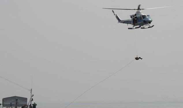 Một cuộc tập trận trên biển giữa Nhật Bản và Philippines hồi giữa năm 2015 - Ảnh: AFP
