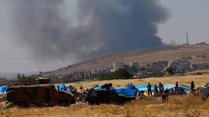 Lực lượng Quân đội Thổ Nhĩ Kỳ tại khu vực biên giới với Syria (Ảnh: Murad Sezer/Reuters)