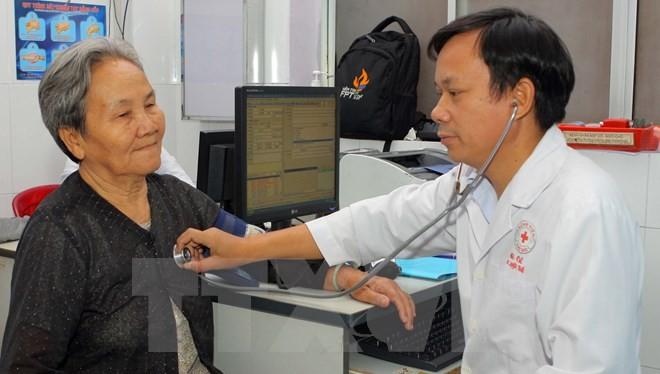 Người dân khám chữa bệnh tại Bệnh viện quận Thủ Đức, Thành phố Hồ Chí Minh. (Ảnh: Phương Vy/TTXVN)
