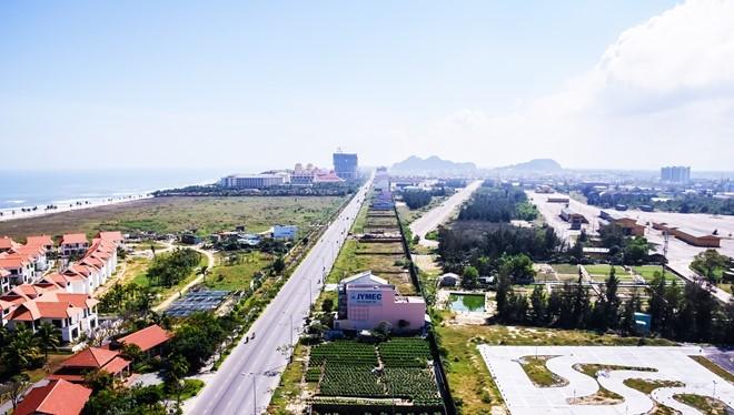 Biệt thự ven sân bay Nước Mặn nhìn từ trên cao. Ảnh: Đoàn Nguyên.